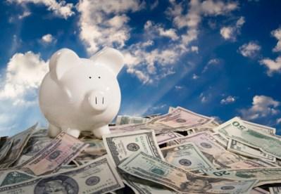 guardar-dinheiro-no-porquinho-mealheiro