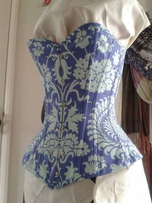 Amy of Oh Glory Glory offers this carefully-matched sweetheart overbust - I love how the Starburst motif seamlessly wraps around the side. Click through to see some more pattern-matched goodness like her floral underbust.