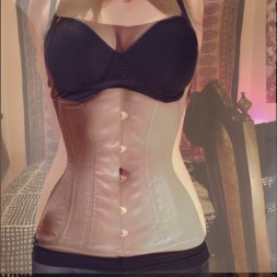 "Nifty graphic of Miranda with and without a corset. 25"" natural waist, 22"" corset closed."