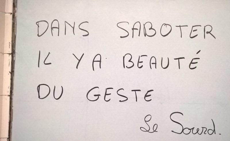 """Scritta: """"Dans saboter il y a beauté du geste - le Sourd"""""""