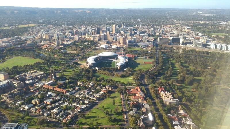Adelaide città: stadio e grattacieli del centro