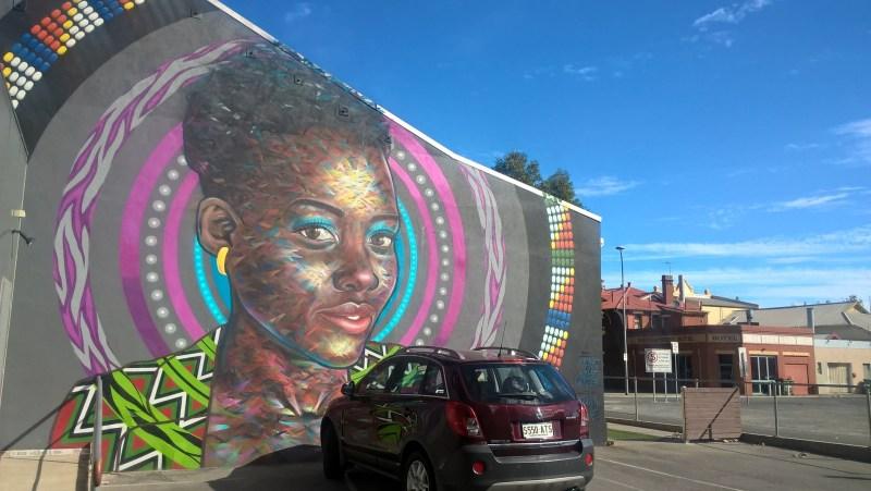 Street art di Adelaide con automobile