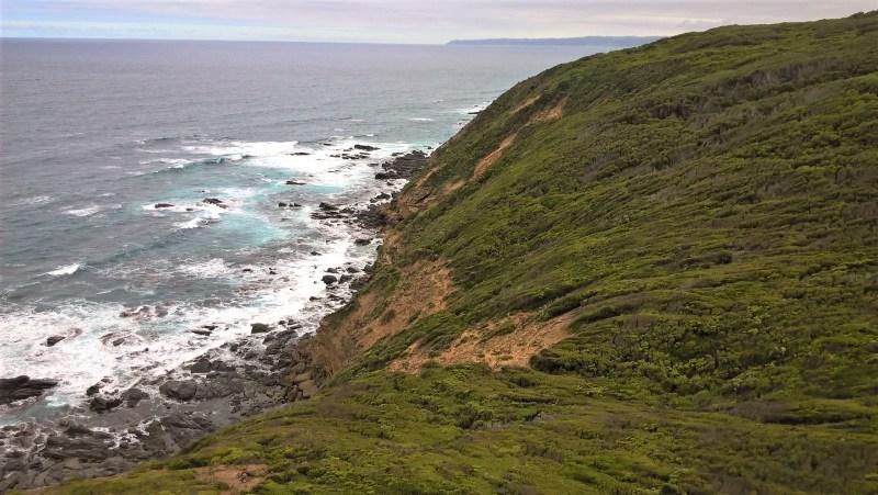 Cape Otway: vista dal faro su oceano e scogliera muschiata