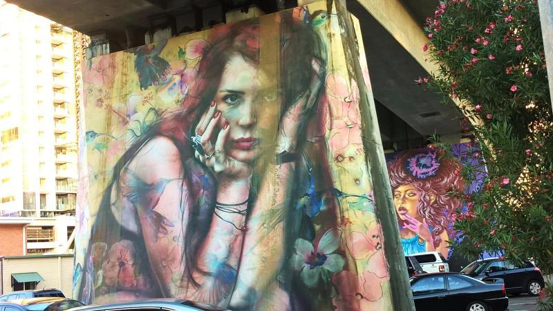 brisbane street art sottopasso ragazza