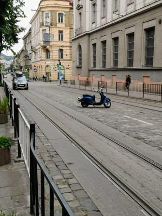 motorino abbandonato per strada