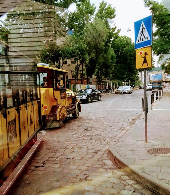 Leopoli Ucraina cosa vedere in 2 giorni: il trenino giallo turistico