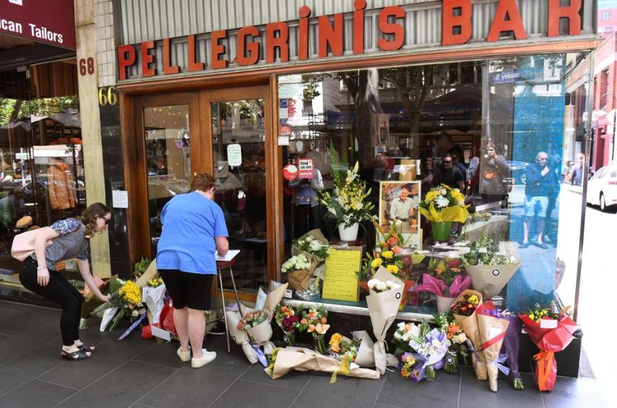 bar pellegrini con fiori in lutto per sisto malaspina