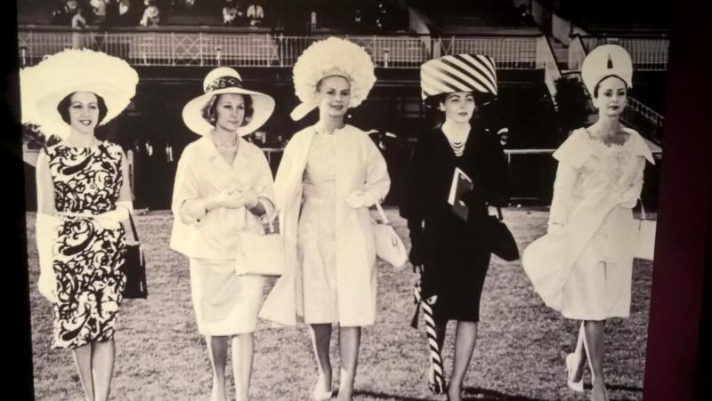 Donne australiane con cappelli grandi, foto d'epoca