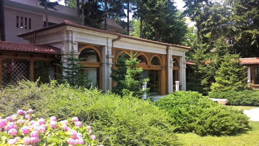 casa di ceausescu bucarest esterno dal cortile