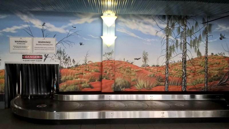 Aeroporto di Ayers Rock/Uluru con disegni naturalistici