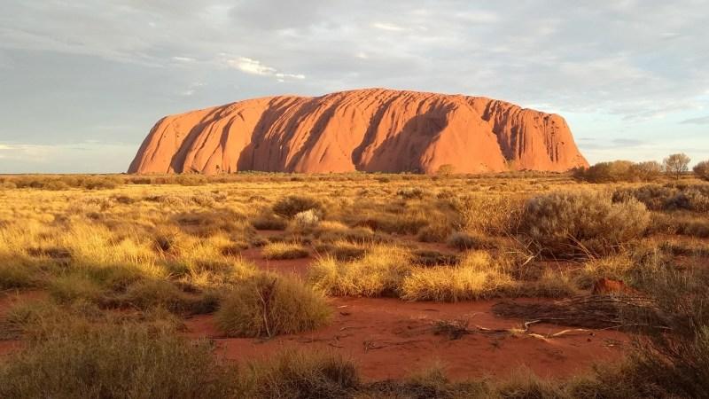 Uluru al tramonto