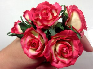 Video Tutorial: How to make Realistic Tea Rose Flowers from Polymer Clay