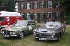 links ein Alfa Romeo Berlina 1750, Bj. 1968, rechts ein Alfa Romeo 2600 Spider, Bj. 1968