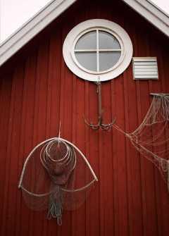 Kristianopel - Fiskeredskap på husvägg - Ludwig Sörmlind