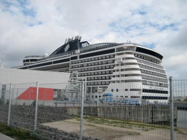 Die Splendida im Hafen von Hamburg