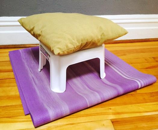 Une alternative peu coûteuse au coussin de méditation. - Photo Claude Séguin