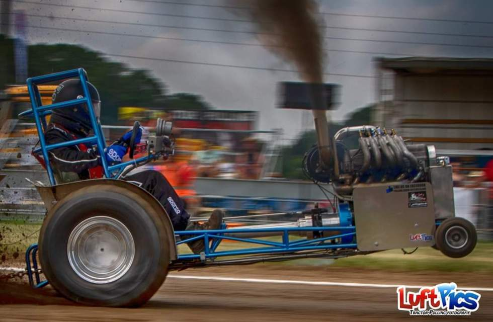 C:\Users\User\Desktop\Tractor-Pulling\Gardenpulling\Modifieds\Blue Attraction.jpg