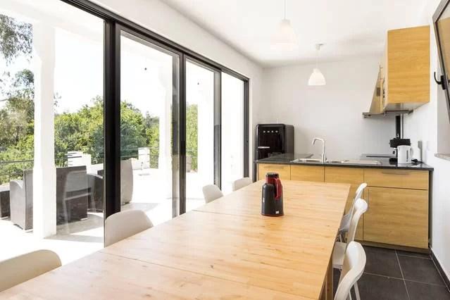 foto 3 keuken 1e etage met terras voor en zitje adegahuis