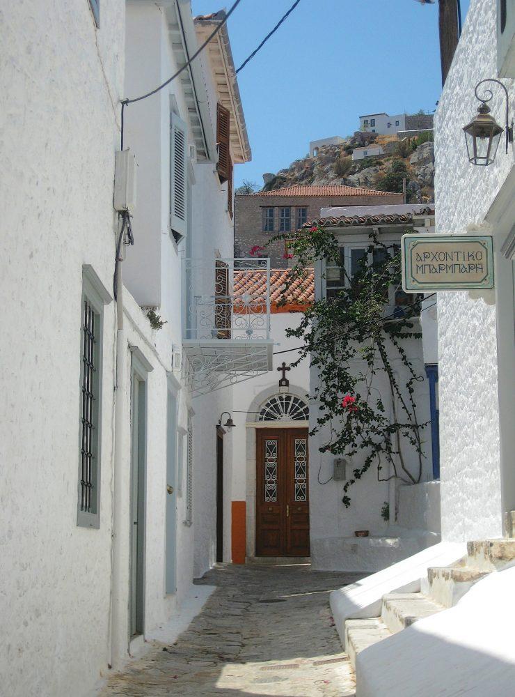 Hydra, una isla griega desconocida en la que perderte en sus callejones de casas mediterraneas