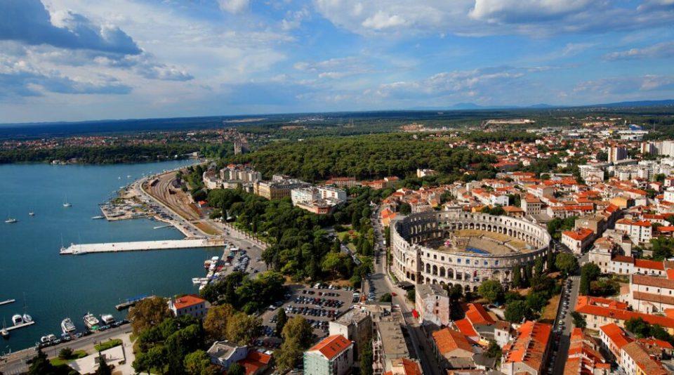 Pula, pueblo de Croacia