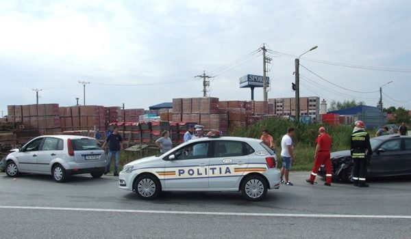 Lugoj Expres Încă un accident pe centura Lugojului, la intersecția cu drumul spre Tapia șoseaua de centură a Lugojului Impact violent Ford BMW accident
