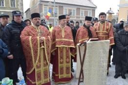 Lugoj Expres Lugojenii au îndurat frigul Bobotezei pentru a lua Agheasma Mare sfințirea apei Lugojenii au îndurat frigul Bobotezei Botezul Domnului Bobotează Ageasma Mare