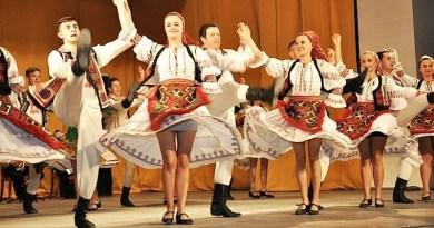 """Lugoj Expres Ansamblul """"Lugojana"""", încinge hora, la Vaslui Vaslui Lugojana internațional Hora din străbuni folclor festival ansamblu"""