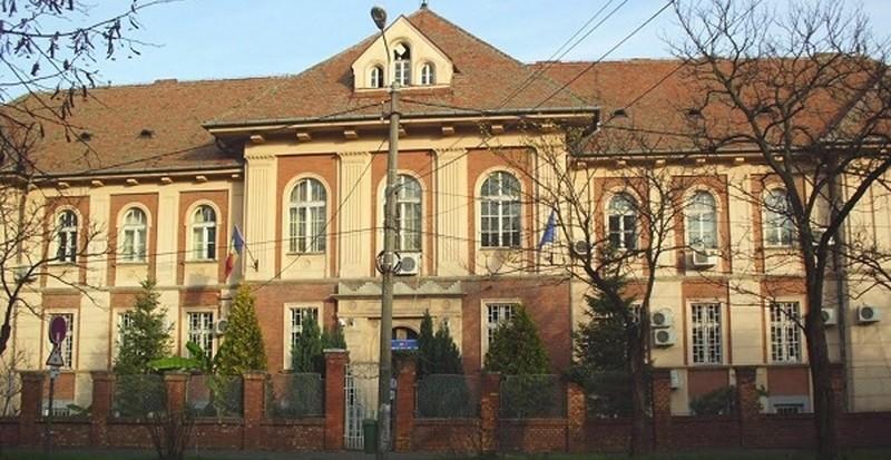 Lugoj Expres Rezultatele finale la concursul de directori pentru unitățile de învățământ din Lugoj. Vezi punctajele noilor directori unități de învățământ școli rezultate concurs directori școli Lugoj directori dascăli concurs candidați