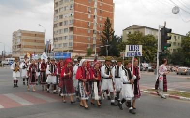 Lugoj Expres Folclorul a pus stăpânire pe Lugoj! (FOTO) tradiții spectacol folcloric sărbătoare port popular Lugoj folclor festival dans ana lugojana