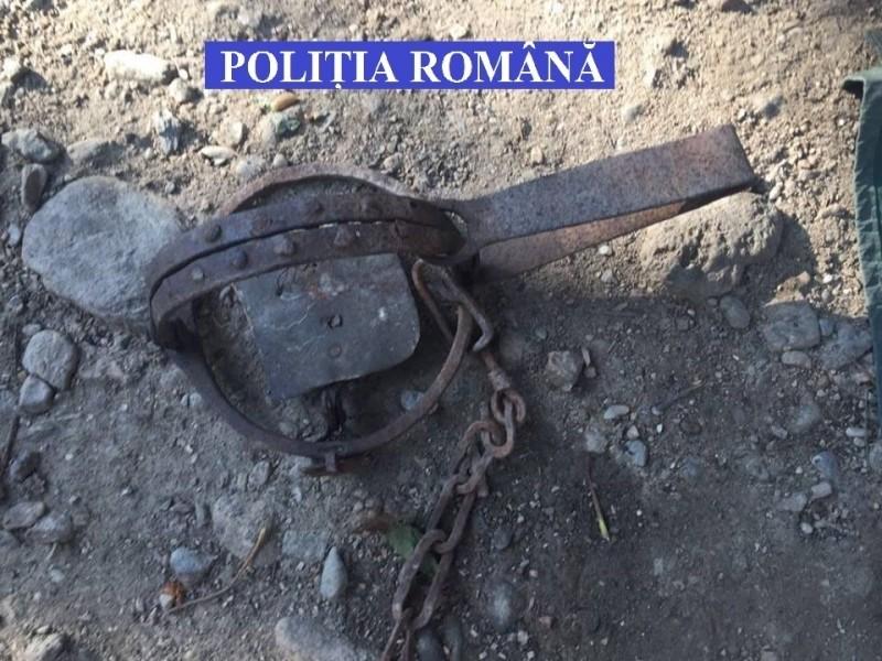 Lugoj Expres Un braconier din Fârdea, vizitat de polițiști. Vezi ce au găsit la percheziție ppercheziție Polițiști Fârdea Făget dosar penal capcană braconier armă