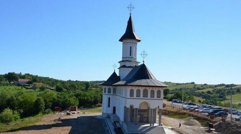 Lugoj Expres Mănăstirea Dobrești își sărbătorește hramul principal Sfânta Cuvioasă Parascheva sărbătoare Mitropolitul Banatului Mănăstirea Dobrești mănăstire hram ceremonie religioasă