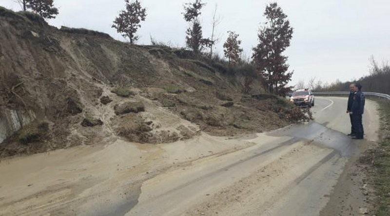 Lugoj Expres Alunecare de teren pe DJ 609, în apropiere de Ohaba Română urgență pericol Ohaba Română Ohaba Lungă ISU Timiș DJ 609 alunecare de teren
