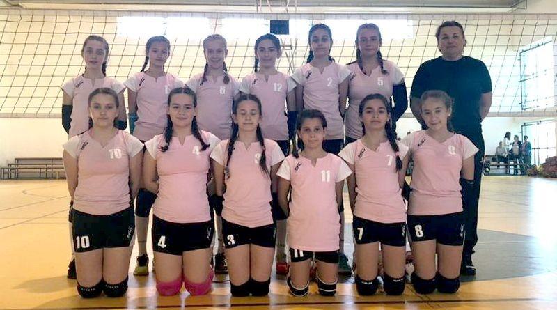 Lugoj Expres Echipa de minivolei a CSȘ Lugoj a ratat podiumul Campionatului Național volei turneu final podium minivolei medalii CSȘ Lugoj campionat national