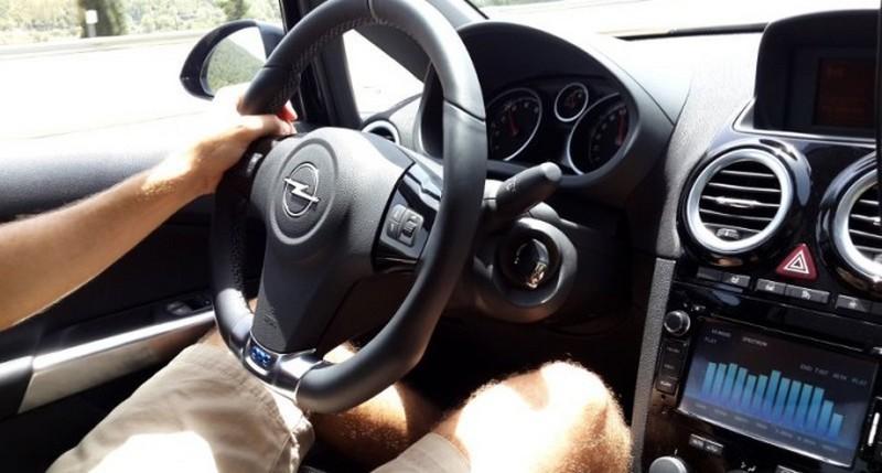 Lugoj Expres A furat o mașină neîncuiată, dar a fost depistat de polițiști mașină neîncuiată hoț furt bărbat reținut autoturism