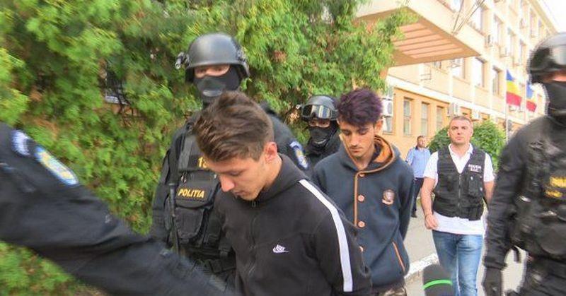 Lugoj Expres Cei doi tineri, care au ucis un taximetrist din Lugoj, au fost trimiși în judecată pentru omor calificat tineri taximetrist ucis taximetrist din Lugoj omor judecată Darova crimă anchetă finalizată