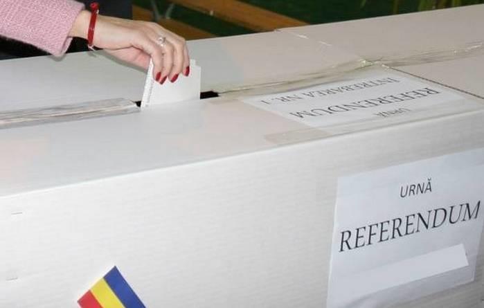 Lugoj Expres Lugojenii votează! Până la ora 11 au votat aproape 4.000 de persoane votare vot secții de votare referendum justiție referendum Parlamentul European Lugoj candidați buletin de vot alegeri