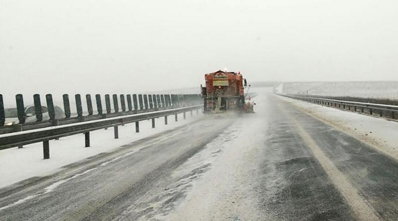 Lugoj Expres Se circulă în condiții de iarnă, pe drumurile din Timiș Timiș șosele material antiderapant iarnă drumuri naționale drumuri județene drumuri drumari condiții circulație autostrăzi