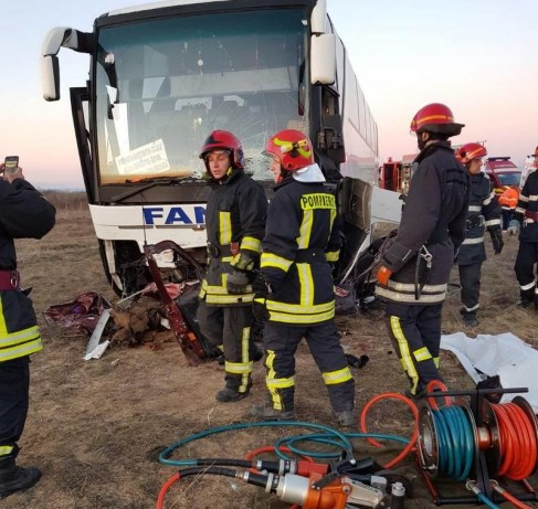 Lugoj Expres Tragedie pe DN 68A. Impact violent între un autoturism și un autobuz soldat cu un mort și cinci răniți tragedie Sudriaș răniți persoană decedată Lugoj Impact violent DN 68A Deva coliziune autoturism autobuz accident grav accident DN 68A