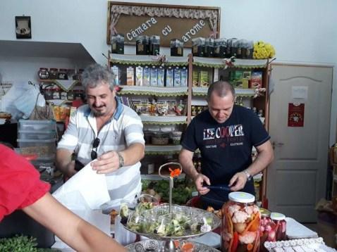 Lugoj Expres Eveniment inedit, la Lugoj: Ruga în Cămara cu Arome tradiția culinară rugă produse tradiționale microverdețuri microplante mâncare sănătoasă expoziție Eurovest Agro dulcețuri Delicii de Hațeg costume pupulare Căsuța cu Bunătăți Lugoj. cămara cu arome bucătărie Belinț bănățene