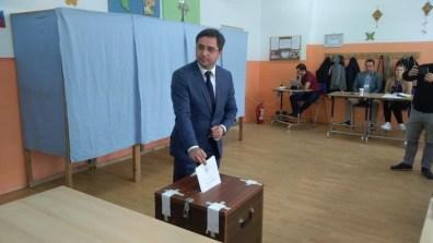 """Lugoj Expres Liberalul Claudiu Buciu a votat """"pentru a ne scăpa de cea mai nocivă clasă politică"""" vot urne secția de votare PNL Lugoj PNL Claudiu Buciu alegeri prezidențiale Lugoj alegeri prezidențiale alegeri Lugoj alegeri"""