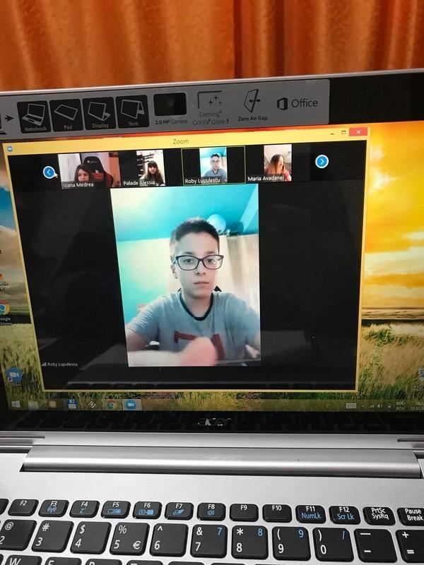 """Lugoj Expres La Liceul Teoretic """"Coriolan Brediceanu"""" școala s-a mutat online școala online profesori măsuri Liceul Teoretic """"Coriolan Brediceanu"""" Lugoj liceu înciderea școlilor elevi coronavirus casa virtuală"""