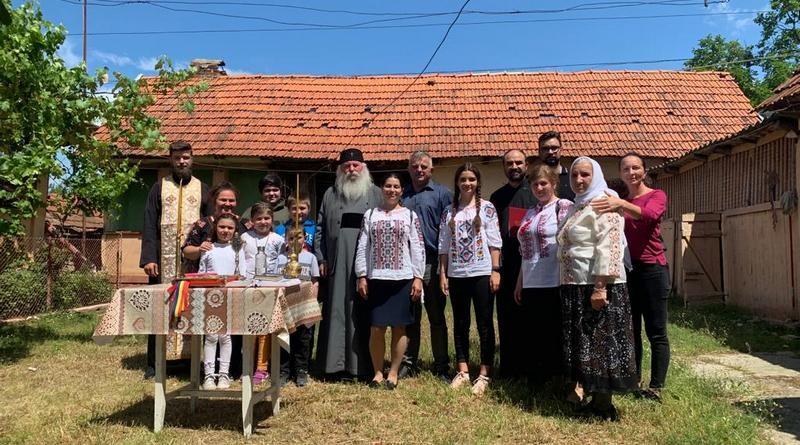 Lugoj Expres Ajutor creștinesc! Arhiepiscopia Timișoarei a donat o casă, la Babșa, unei mame cu cinci copii Mitropolia Banatului mamă cu 5 copii familie în dificultate donație casă donație credincioși Belinț Babșa Arhiepiscopia Timișoarei ajutor creștinesc ajutor