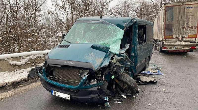 Lugoj Expres Coliziune între o autoutilitară și un autotren, pe DN68A vătămare corporală șofer rănit infracțiune Ilia Făget dosar penal DN 68A Coșava coliziune autoutilitară autotren accident