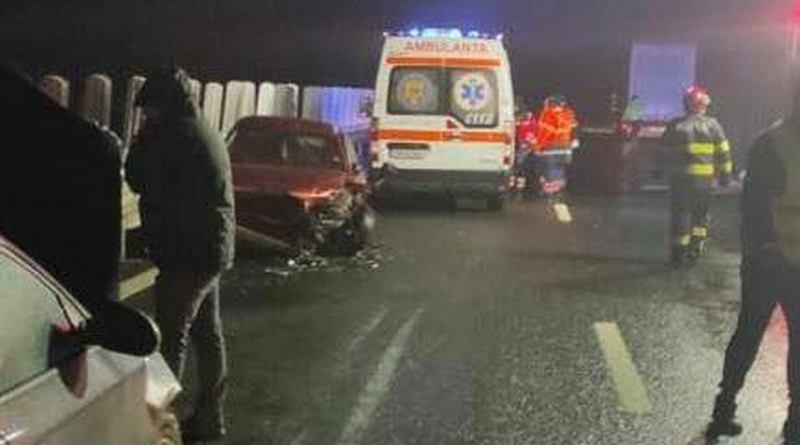 Lugoj Expres Trei autoturisme și două autotrenuri, implicate într-un accident pe autostrada A6 persoană rănită grav Lugoj circulație închisă carambol Balinț Autostrada A6 accident
