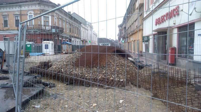 Lugoj Expres Zona pietonală din centrul Lugojului: lucrările finalizate abia la toamnă zonă pietonală Lugoj lucrări centrul Lugojului branșamente autorizații amenajare