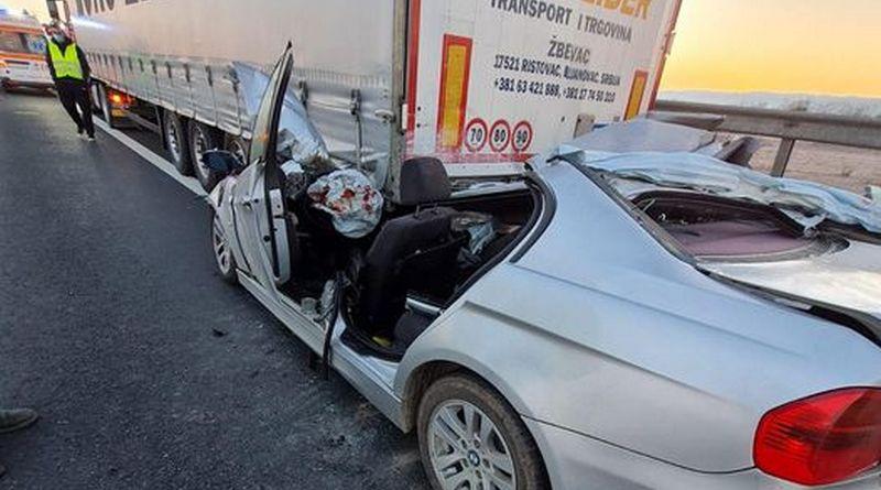 Lugoj Expres Un BMW a intrat sub un autotren, pe autostrada A1. Șoferul a murit ucidere din culpă trafic dirijat șofer decedat dosar penal autostrada A1 accident BMW accident autostrada accident A1 accident
