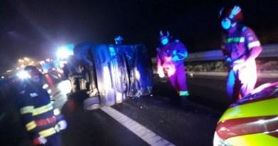 Lugoj Expres Microbuz răsturnat, pe autostrada A1 Timișoara microbuz răsturnat Margina autostrada A1 accident A1 accident