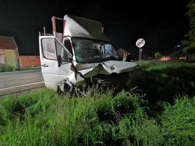 Lugoj Expres Trei mașini implicate într-un accident pe DN6, între Lugoj și Caransebeș trei mașini Lugoj Impact violent Constantin Daicoviciu Caransebeș autoutilitară autoturism autotren accident