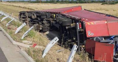 Lugoj Expres Autotren răsturnat pe autostrada A1 Traian Vuia nod rutier autotren răsturnat autostrada A1 accident