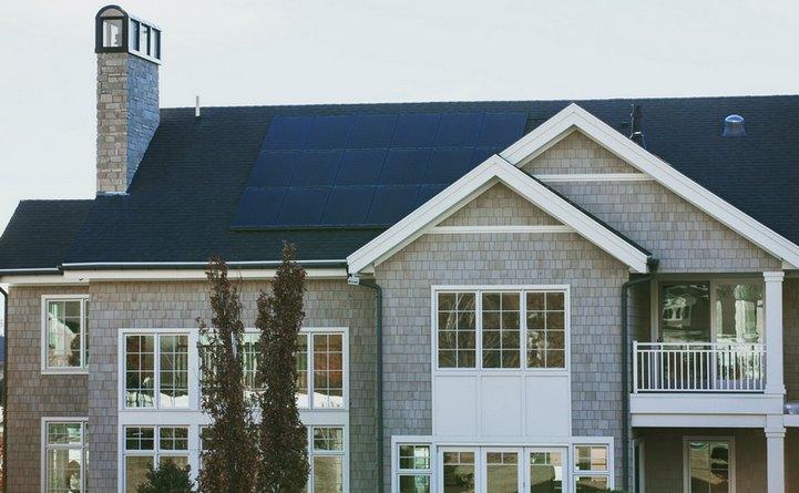 Lugoj Expres Panourile solare sunt o investiție de viitor pentru casa ta. Iată de ce! piața imobiliară panouri solare panouri fotovaltaice investiție energie electrică energia verde DbSolar casa ta beneficii avantaj